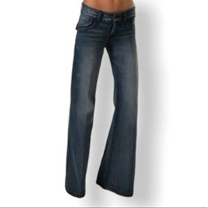 Chip & Pepper  A Lister Low Rise Flare Jeans